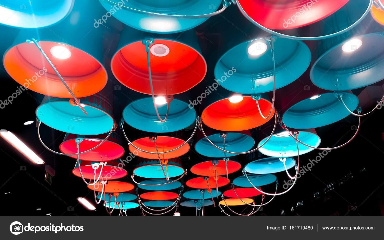 Lampada Barattolo Vernice : Secchi di vernice con vari colori lampade decorative sotto forma