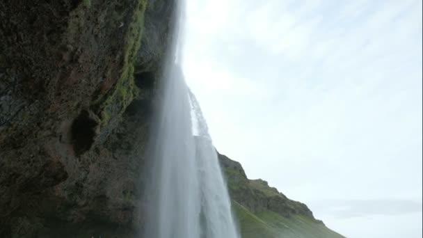 velký vodopád v jižním Islandu. Vodopád Seljalandsfoss