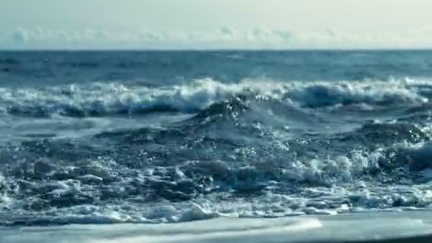 Vlny v oceánu šplouchání vln