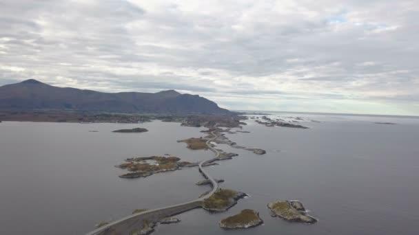 Letecká dron záběr ohromující Atlantic silnice v Norsku