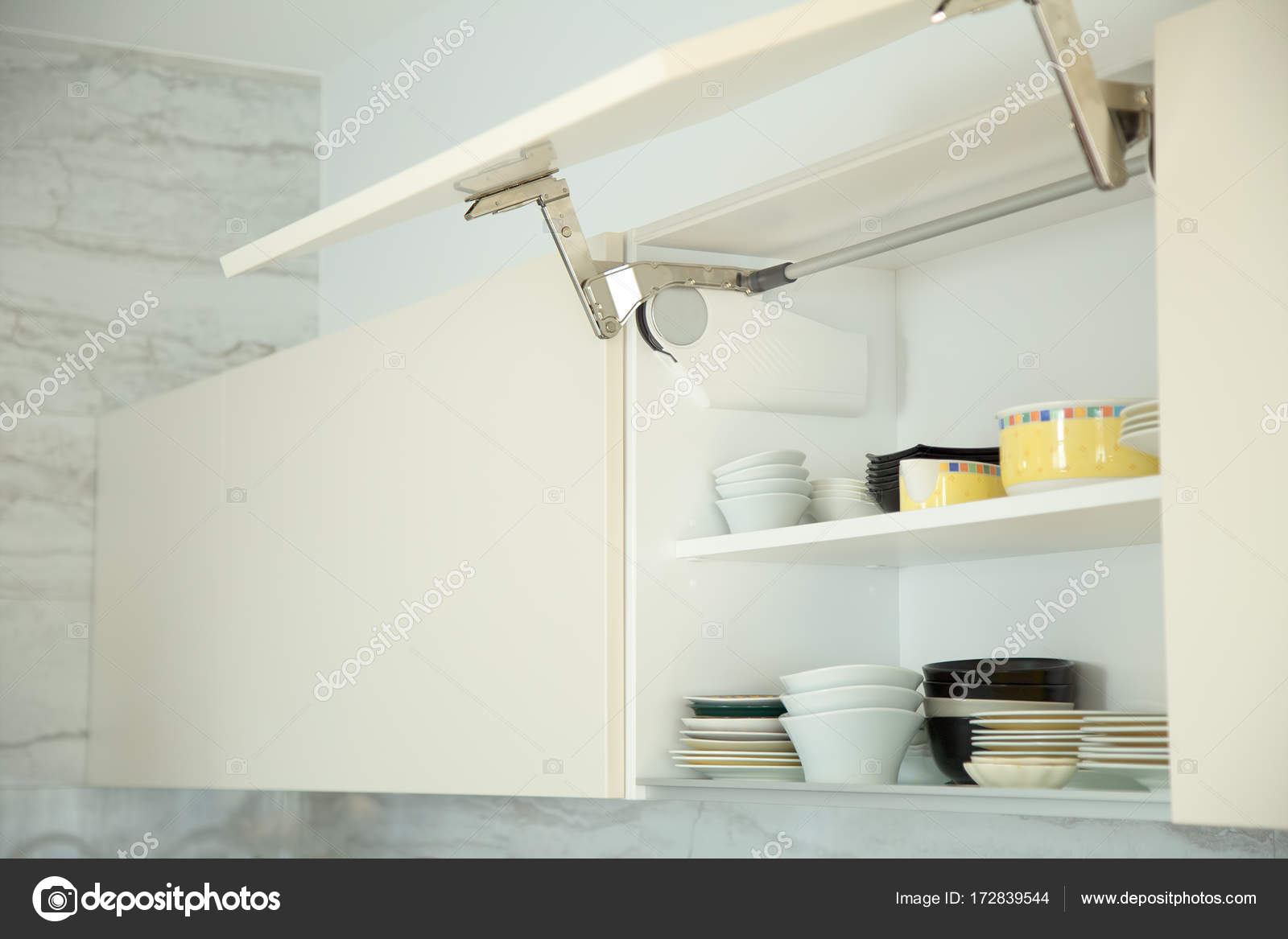 Küche Schrank furnitire — Stockfoto © Aleksashka_89 #172839544