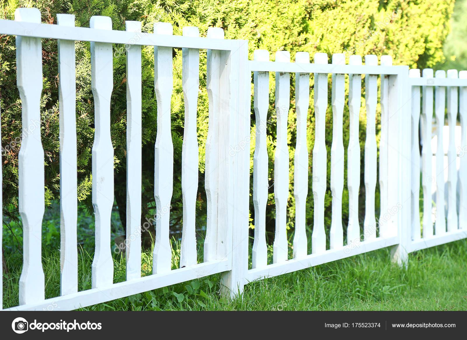 weiße holzzaun — stockfoto © aleksashka_89 #175523374