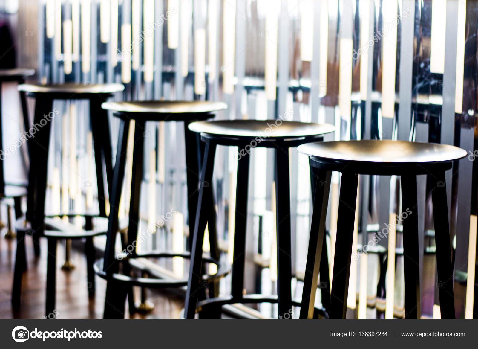Quattro sgabelli da bar u foto stock malevich