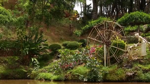 Wasserrad im Garten, Vietnam