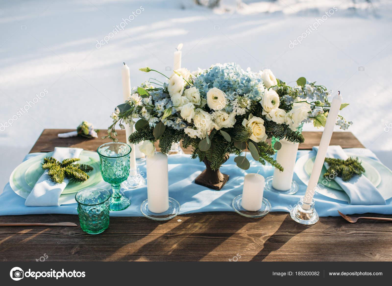 Schone Blumen Und Dekoration Auf Tisch In Hochzeitstag Winter