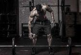 Muscle Man o vyzvednutí činka