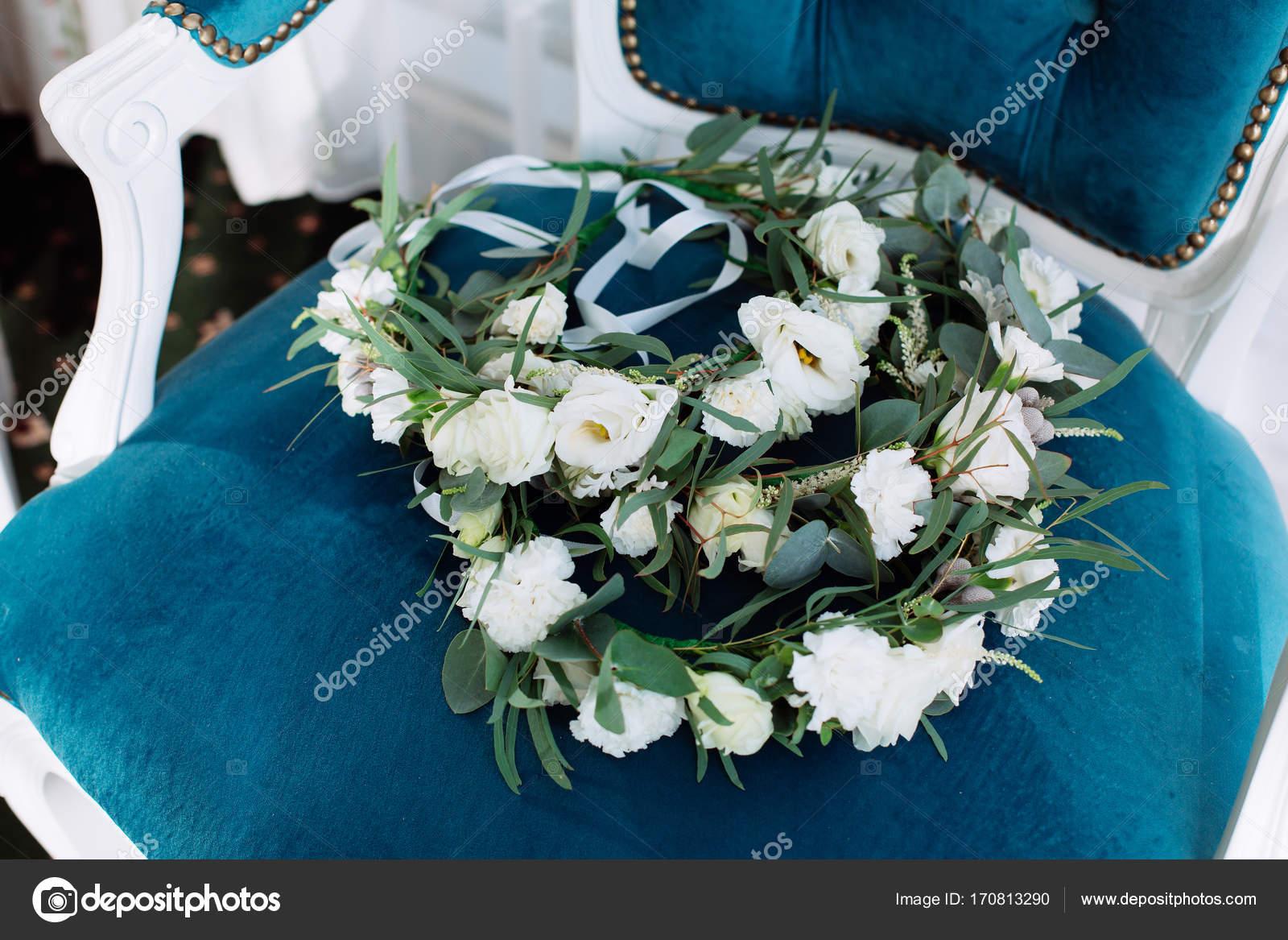 Schone Hochzeit Reif Liegt Auf Vintage Blau Beige Sessel Stockfoto