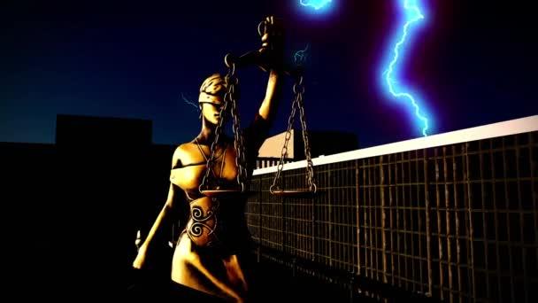 Dame der Gerechtigkeit mit Waage und Schwert im Gefängnis