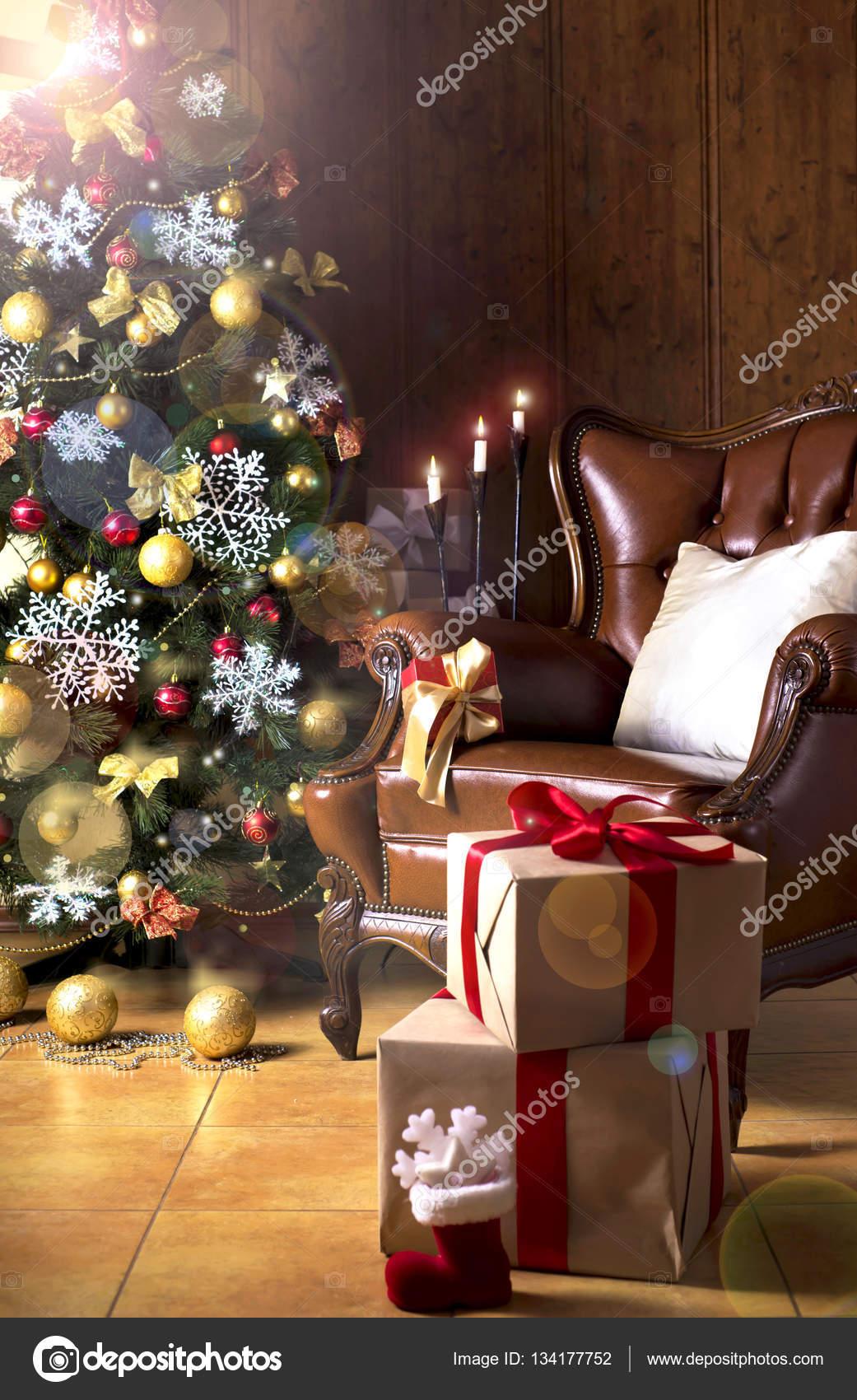 Weihnachten-Szene mit Baum-Geschenke — Stockfoto © aprilphoto #134177752