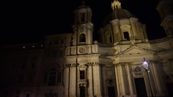 Architektura v Římě na náměstí Piazza Navona.