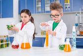 Fotografie Děti v chemické laboratoři