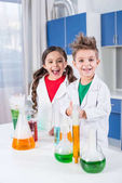 Photo Kids in chemical lab