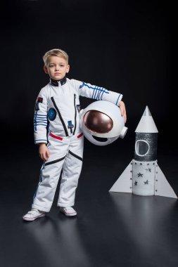 çocuğun astronot kostüm