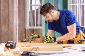 tesařské práce s dřevěné prkno