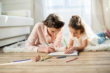 mother drawing with daughter