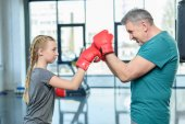 preteen girl boxu s trenérem
