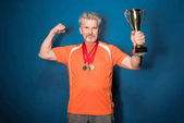 Photo Senior sportsman with trophy