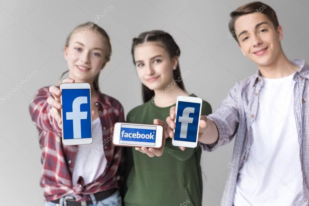 teenage friends with smartphones