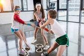 Fotografie Kinder Ausbildung mit Seilen im Fitness-studio