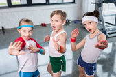 Fotografie aktivní děti v oblečení