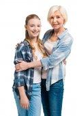 babička a vnučka objímání