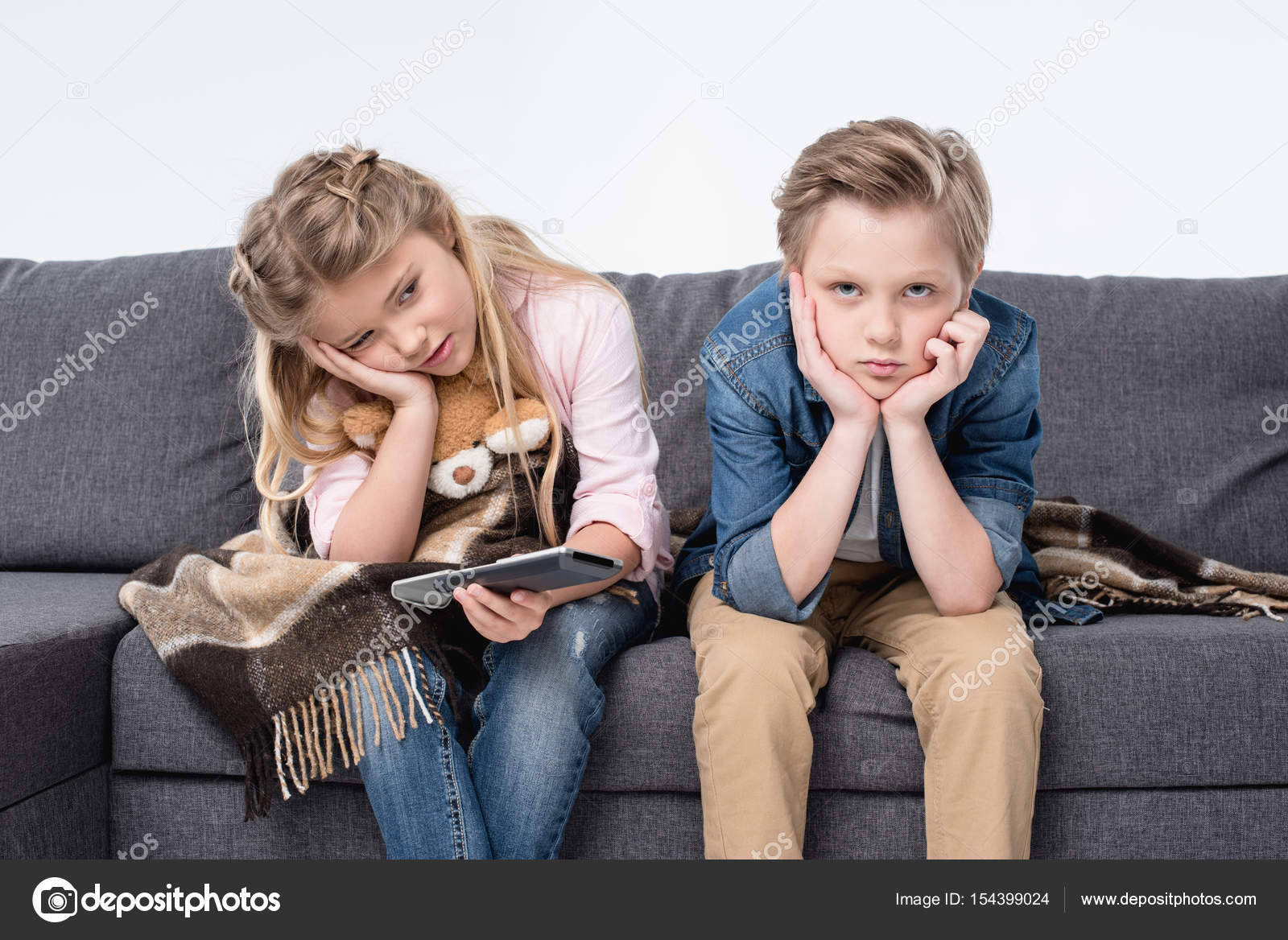 Сестра возбудила своего брата и его друга, Сестра возбудила брата и трахалась с ним - порнофаза 13 фотография