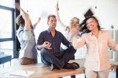 Meditating podnikatel v úřadu