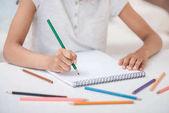 Dívčí kresba tužkami