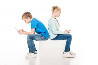 children using digital devices