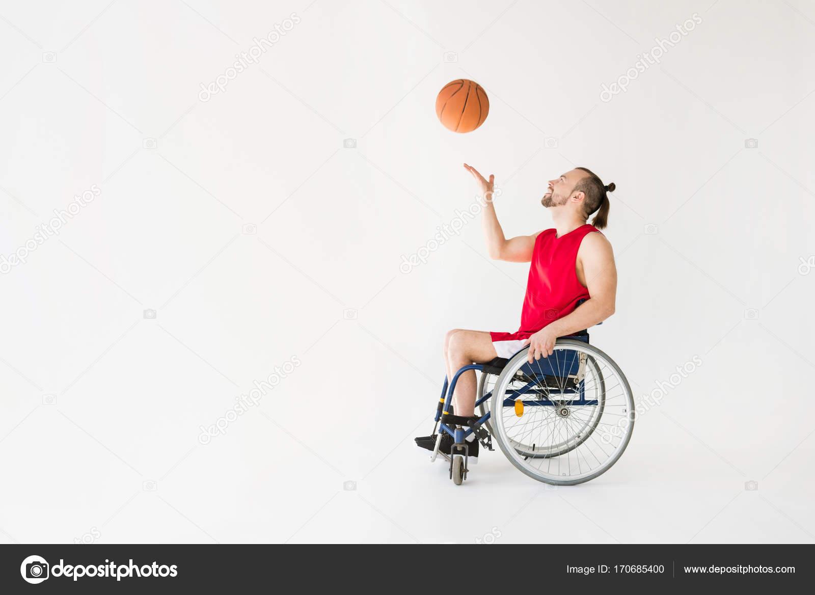 A Woman Playing Basketball Imágenes De Stock A Woman: Deportista Discapacitado Jugando Baloncesto