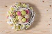 Lahodné macarons a květiny