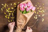 Fotografie pink tulips bouquet
