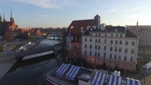 DRONY záběry, letecký pohled na most, centrum, Wroclaw