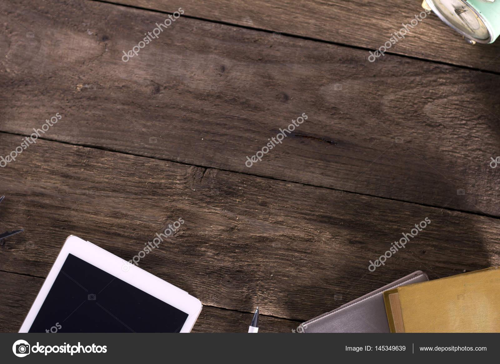 Bureau en bois rustique avec tablette livres stylo horloge