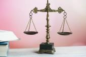 Simbolo della legge e della giustizia. Concetto di diritto e della giustizia. Bilancia della giustizia