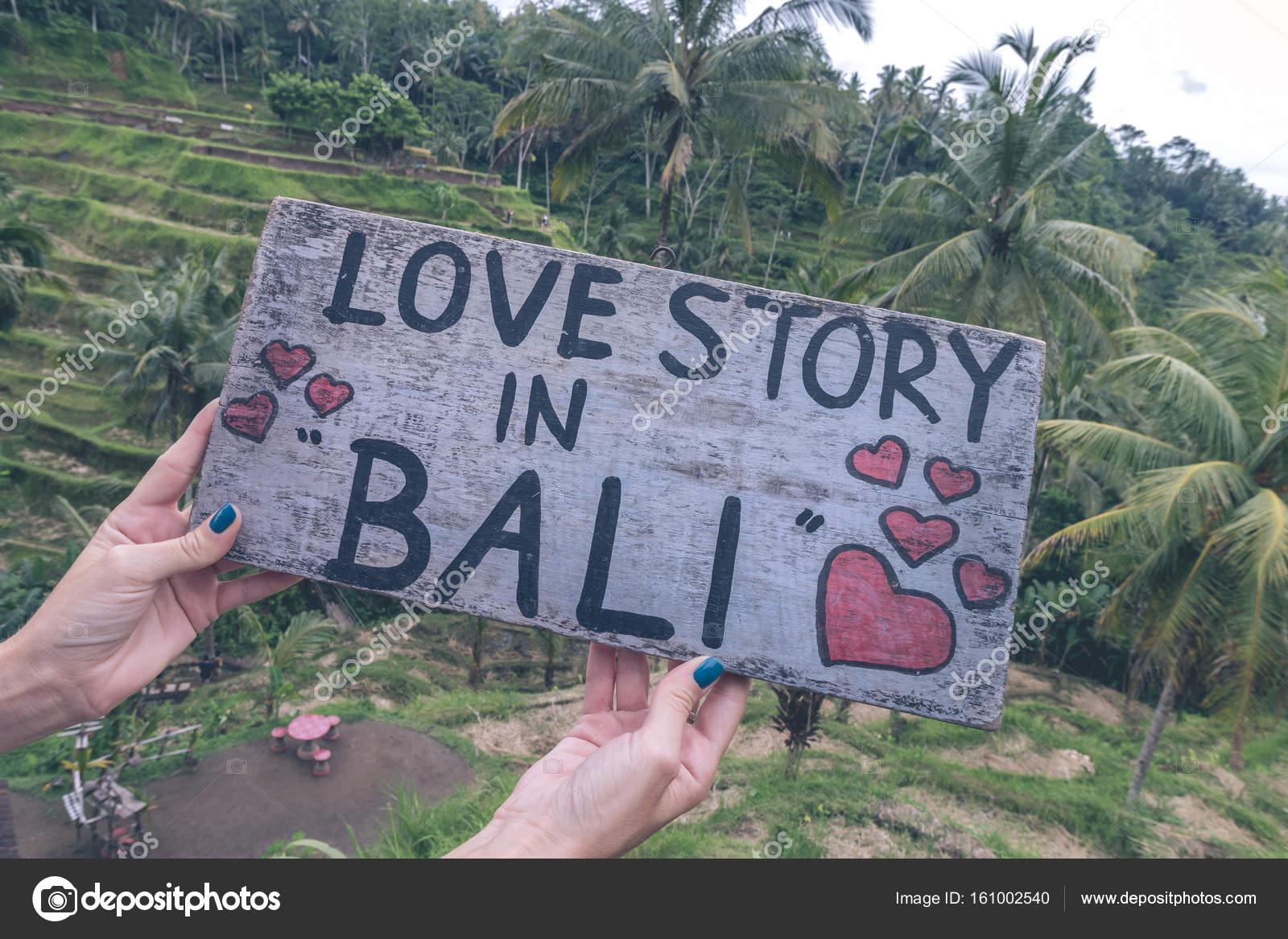 Placa De Madera Con Historia De Amor De Texto En Bali En La