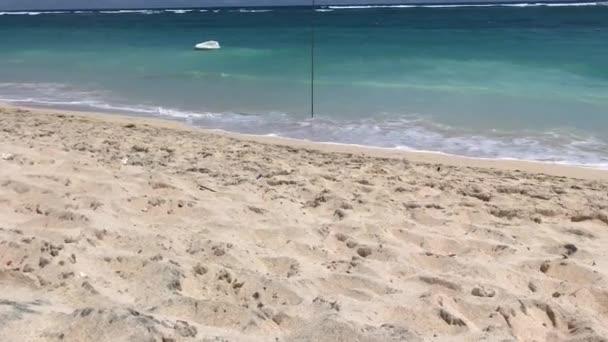 Tropical paradise beach na slunečný den. Plynulý pohyb. 4 k. ostrova Bali, Indonésie