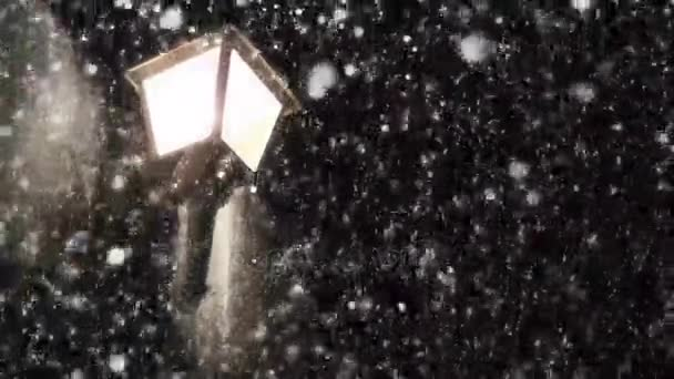 Noční zimní pouliční lampa s padající sníh