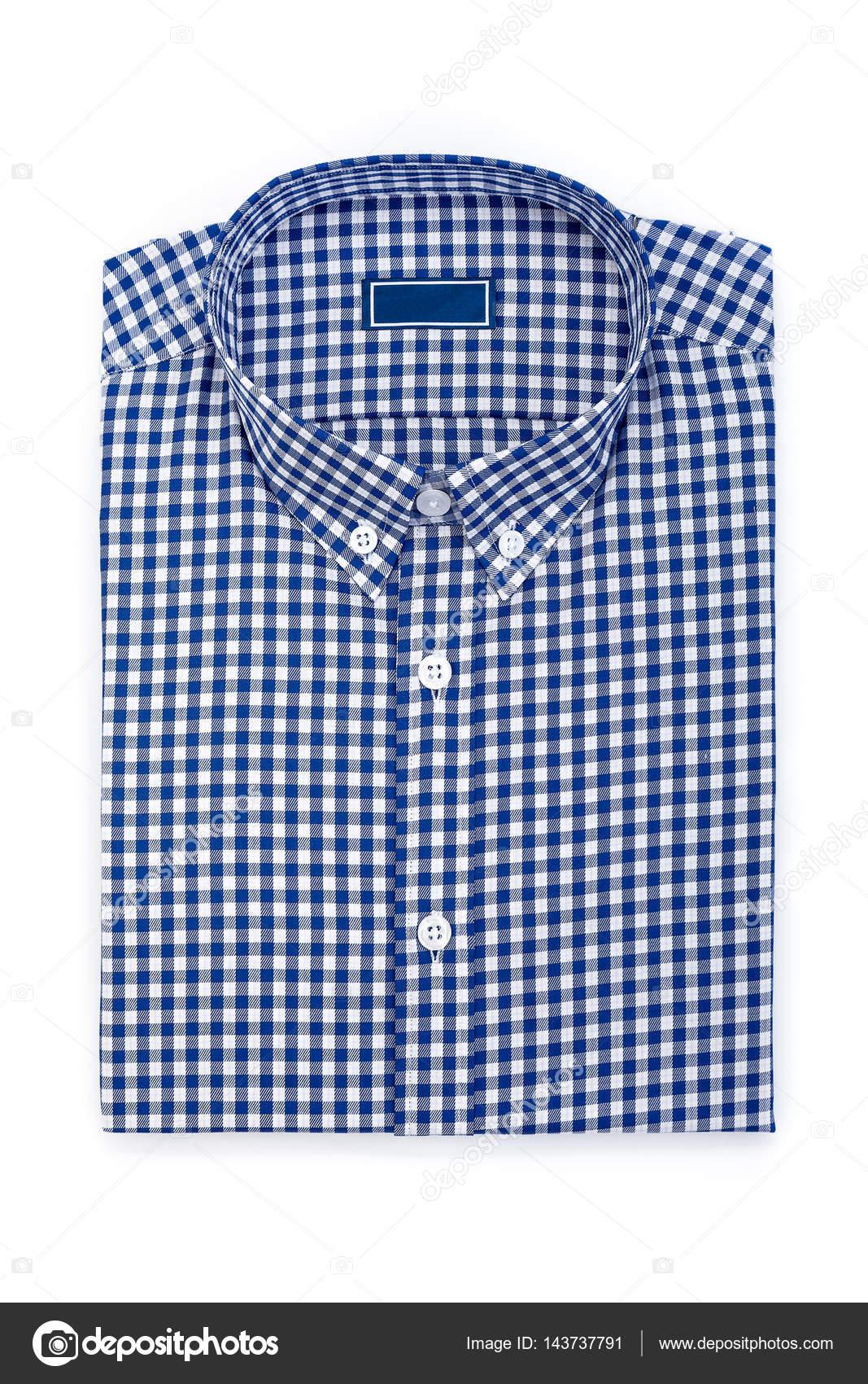 5e79ee04f9f1 Ανδρικό κλασικό μπλε καρό διπλωμένο βαμβακερό πουκάμισο με μακρύ ή κοντό  μανίκι και μπλε κενή ετικέτα που απομονώνονται σε λευκό φόντο — Εικόνα από  ...