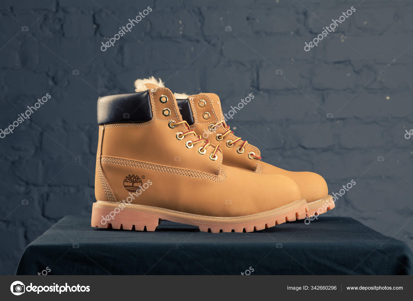 sentar Alerta Confuso  New Beautiful Colorful Nice Timberland Tracking Shoes Sneakers Trainers  Shows – Stock Editorial Photo © sozon #342660296