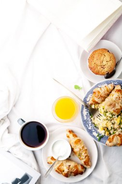 Scrambled eggs with cheese croissants