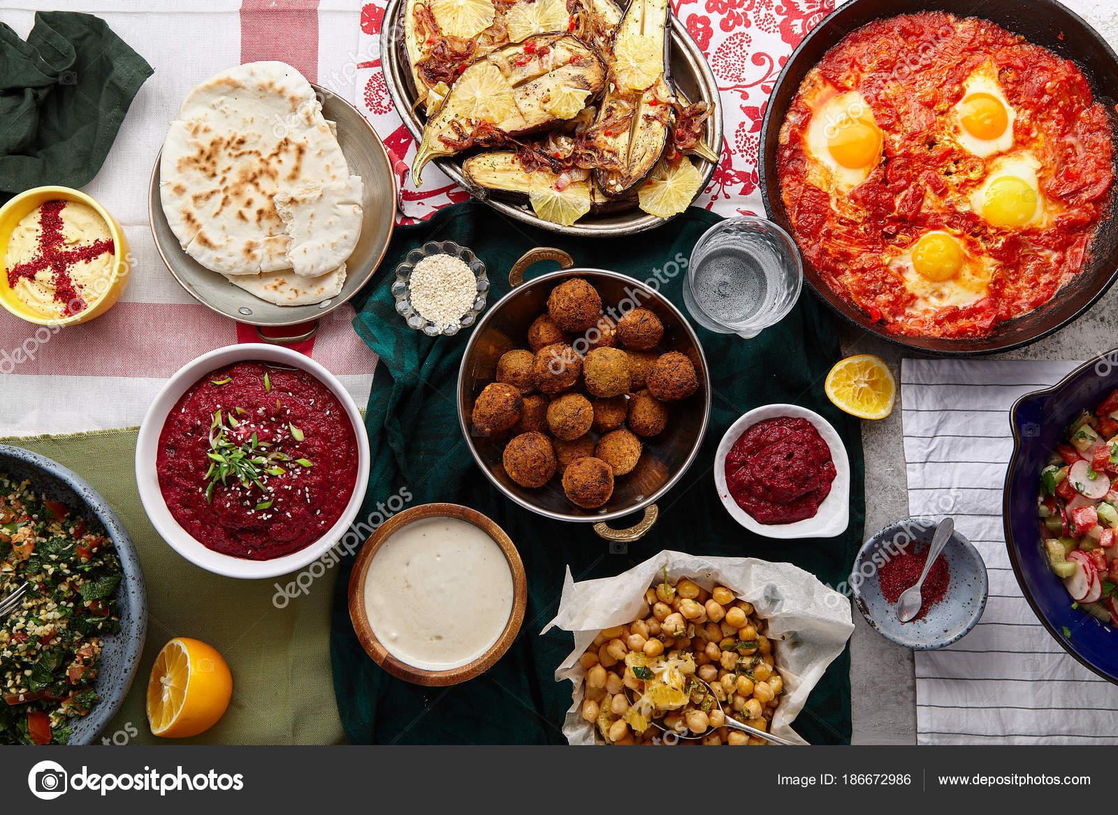 Collectie Van Traditionele Joodse Midden Oosterse Gerechten Israelische Keuken Concept Stockfoto Rechtenvrije Foto Door C Asinskki 186672986