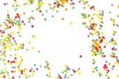 barevné sladké konfety poleva izolované na bílém pozadí, detail