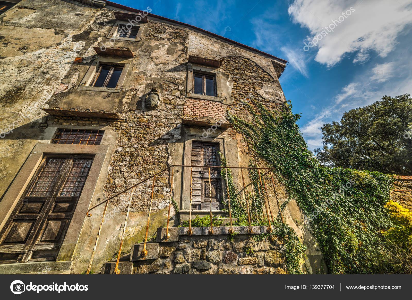 Verlassenes Haus In Der Toskana Stockfoto C Alkan32 139377704