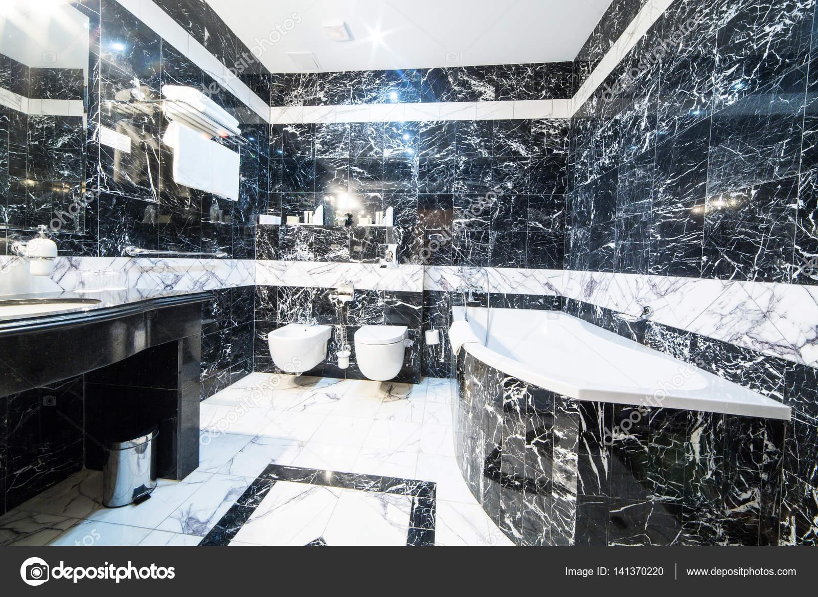 Bagni In Marmo Nero : Bagno di lusso con marmo bianco e nero u2014 foto stock © eriktomasak
