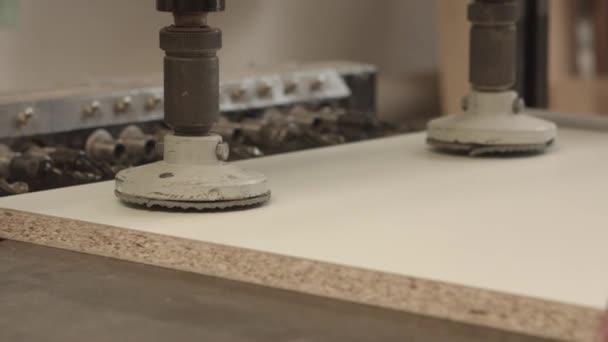 Na zpracování dřeva tesařské dílny