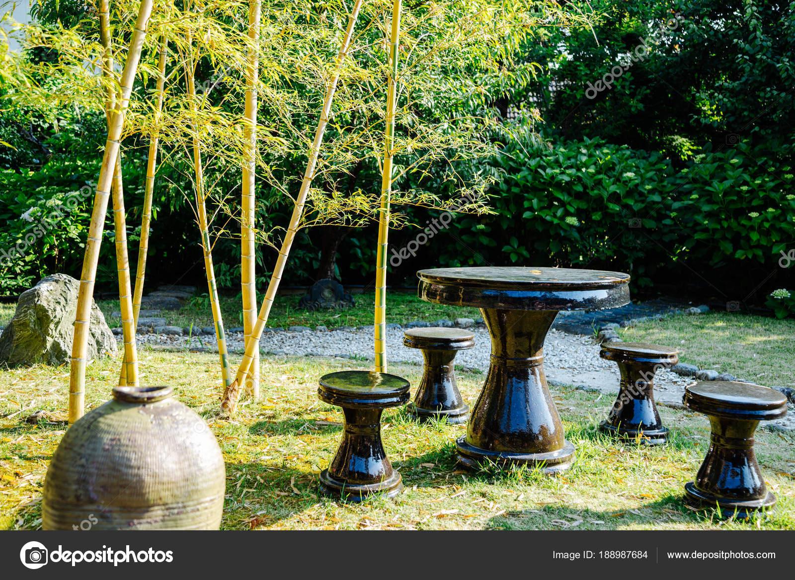 Jardin Bambu Japon Mesa Y Sillas Con Bosque De Bambu De Jardin - Jardin-bambu