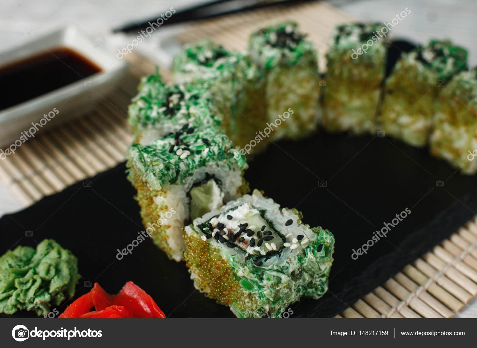Appetitlich frische Sushi, Kunst Essen. Japanische Küche — Stockfoto ...