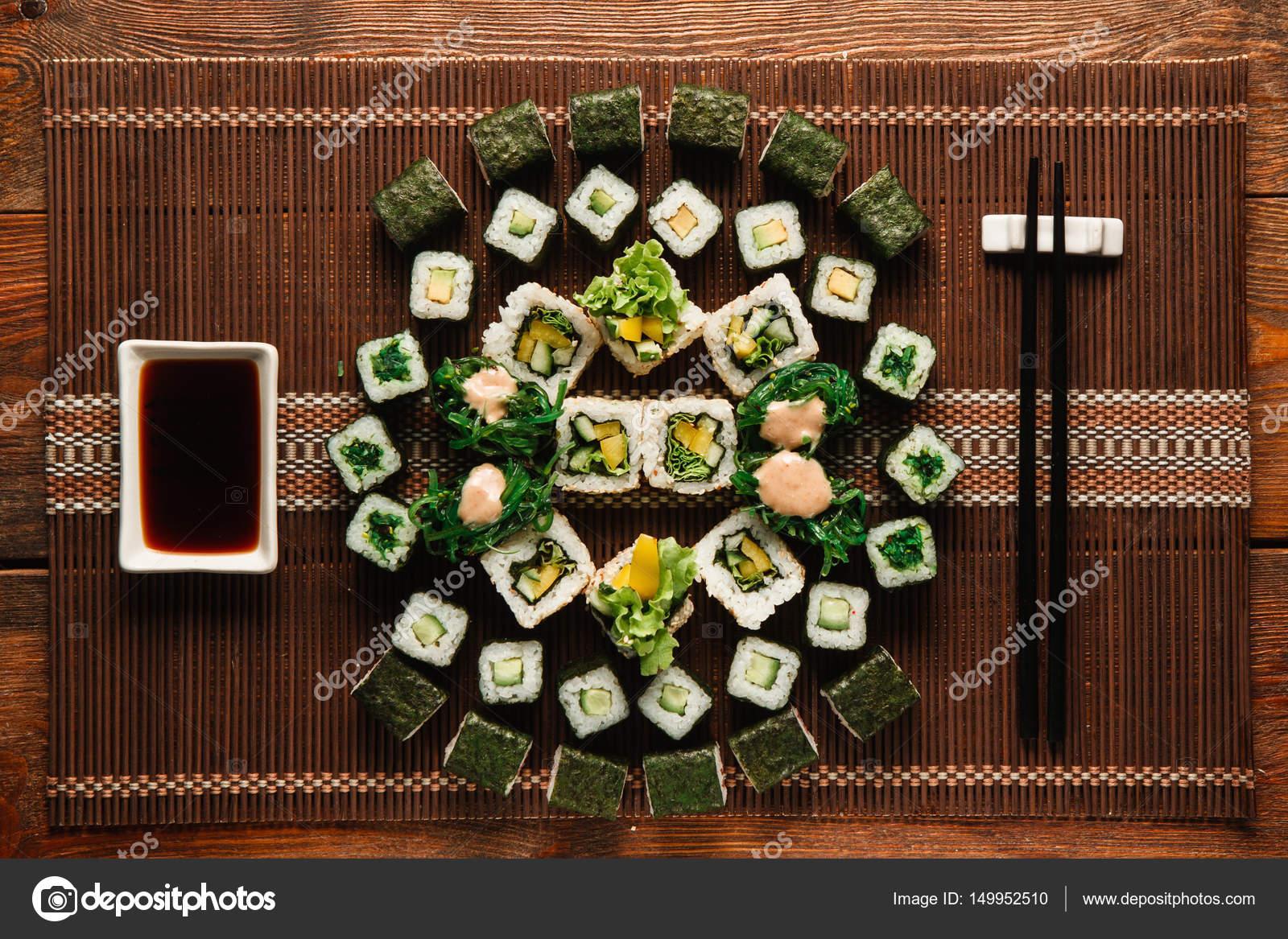 Vegetarische Sushi-Set. Japanische Küche, Essen Kunst — Stockfoto ...