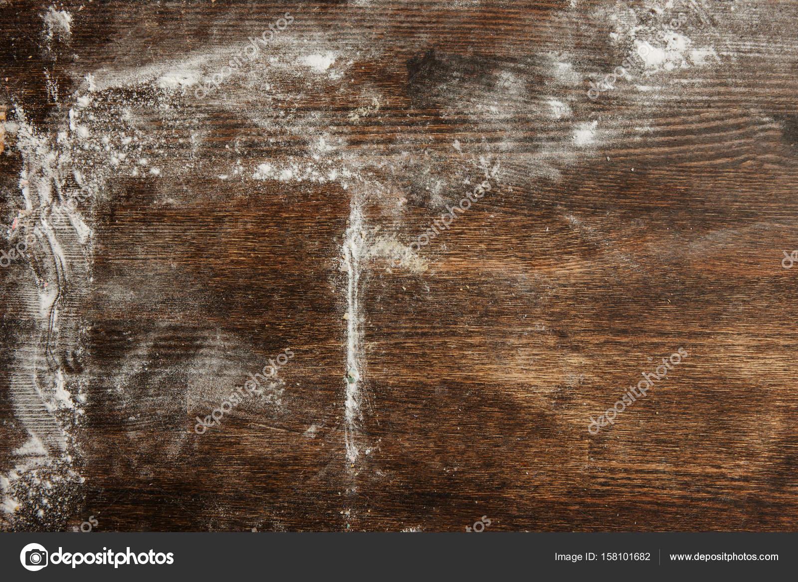 Stampe Da Cucina : Farina di stampa da cucina sul tavolo in legno u2014 foto stock
